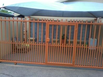 Bachelor Garden Flat to rent in Pta