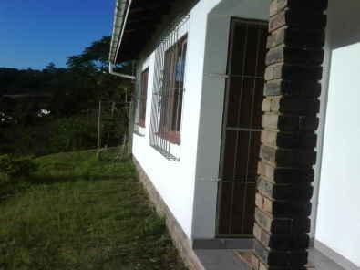 Bothas Hill - Modern House on 2400sqm Land