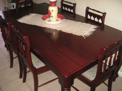 Dining Room Table / Chairs.