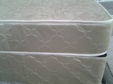 Bed base and mattress