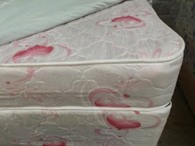 Bed base and mattress