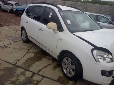 Kia Carens 2.0 automatic for stripping of parts