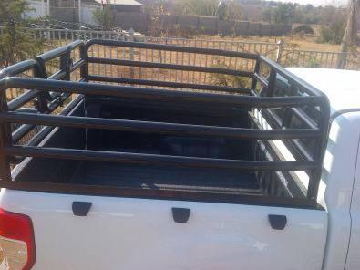 Livestock frames for bakkies