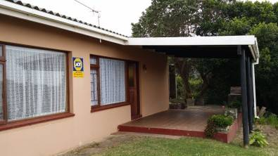 Lovely Holiday Home for sale in Keurbooms