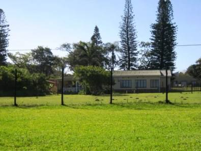 Level Dry Fenced Stand for sale in Port Edward