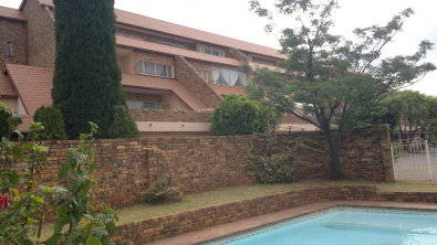Kloofendal townhouse: R850 000 (Clearwater area)