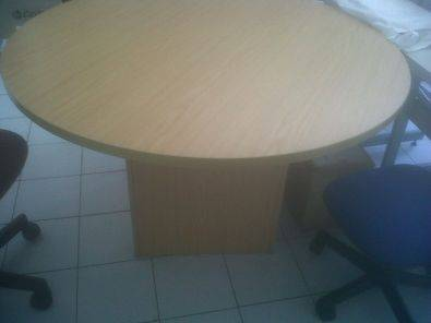 Oak finish round tabel