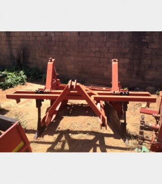 S222 Pre-Owned Single Row Ridger with Scraper / Operter (Walblok)