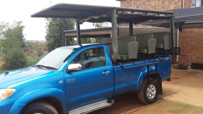Game viewing frame including canvas roof and seats