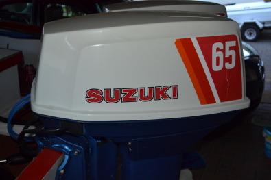 SUZUKI 2-stroke 2 cl 65 HP OUTBOARD MOTORS | Junk Mail