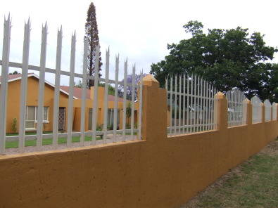 PROLINE PALISADES & FENCING & GATES (will beat any written quote)