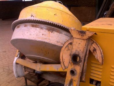 HIREit LAWNit Moreleta Plate COMPACTOR TOOL HIRE