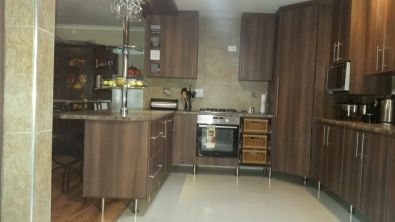 Customised built in cupboards kitchen cupboards junk mail for Kitchen units gauteng