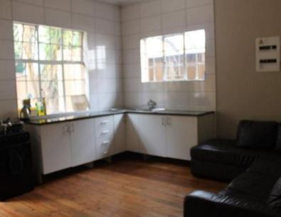 STUDENT / YOUNG PROFESSIONAL COMMUNE / FIFTH AVENUE, MELVILLE