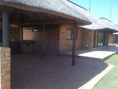 Holiday Home. Thatch Roof for Sale in Vaal Marina