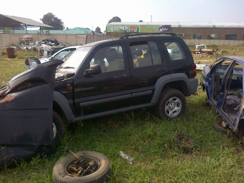 2005 Jeep Cherokee KJ Sport stripping for spares