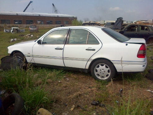 1998 Mercedes Benz C200 (W202) stripping for spare