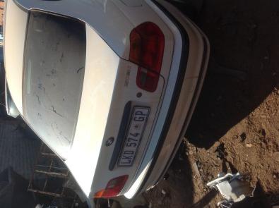 Stripping BMW 318i E46 2000 for Spares