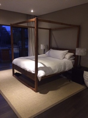 Four Poster Bed Carine  Range Queen