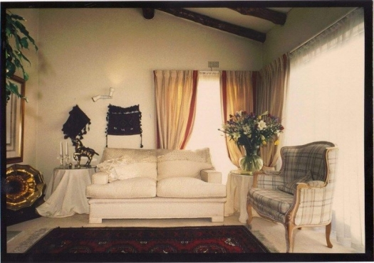 Furnished and serviced room to rent for a single South African person in town house in Bryanston