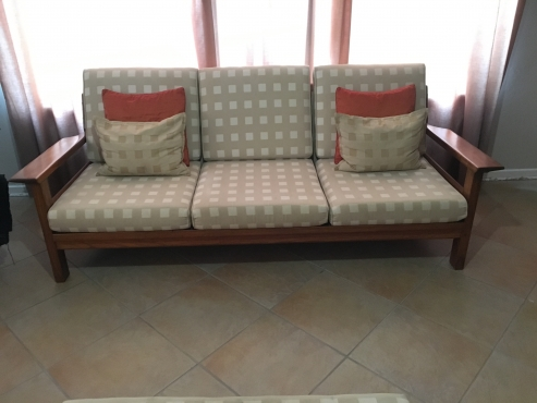 5 Seater Solid Kiaat Wooden Lounge Suite And Coffee Table