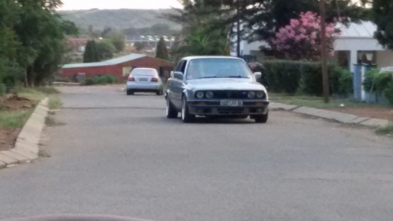 BMW 325i E30 Box Shape Gusheshe