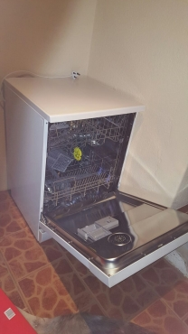 LG - Almost Brand New Dish Washer