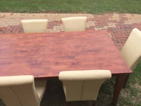 Solid wooden dinning room table with 6 genuine leather chairs.