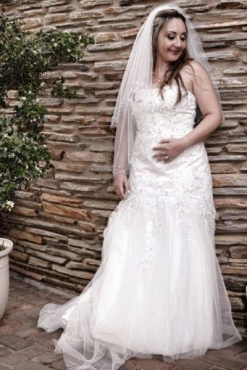Beautiful Wedding Dress Size 34 For Sale
