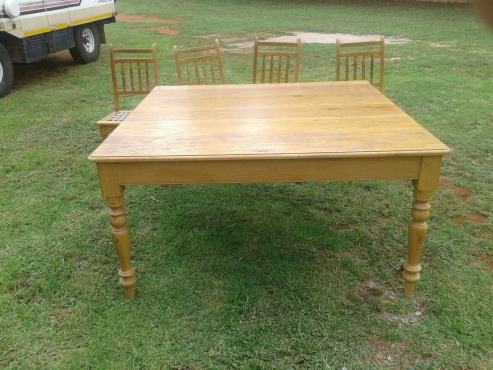 Solid Oak Table + 8 chairs Excellent condition
