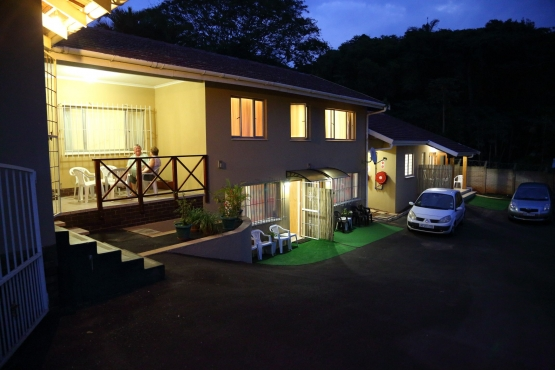 HOLIDAYMAKERS, CONTRACTORS, BUSINESSMEN - Clean Self Catering Holiday Accommodation in DURBAN NORTH.