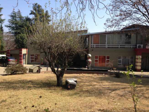 Massive, clean and secure studio apartment for rent in Buccleuch - R 4250 (excl utilities approx R 500pm)