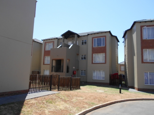 2 Bed, 1 Bath apartment to let in Montana Gardens - OCCUPATION IMMEDIATELY!!!
