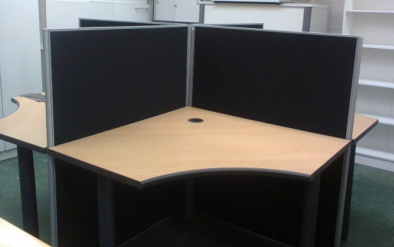 CLUSTER POD - 4 Desks - with or without dividers - used