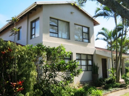 Spacious 5 Bedroom,4 Bathroom Double Storey House- Overlooking the Golf Course-for sale in Port Edward