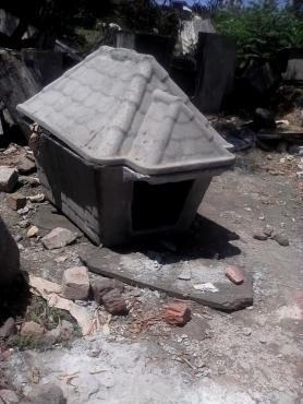 Concrete dog kennel
