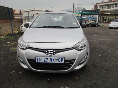 Hyundai i20 1.2 motion,    5-Doors,    Factory A/c,   C/d Player,    Central Locking,   silver in Co