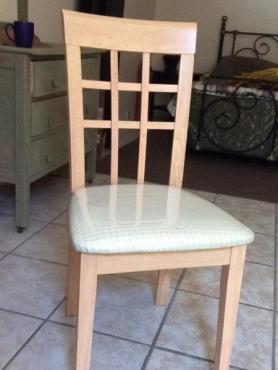 4) Oak kombuis/eetkamer stoele te koop. 1250 | Junk Mail