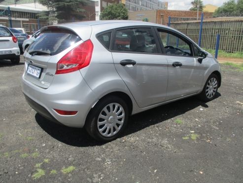 Ford fiesta 5-door 1.4 ambiente,    5-Doors,    Factory A/c,     C/d Player,     Central Locking,