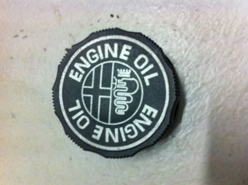 engine oil cap Alfa Romeo 1.8L 2.0L 156 147 145 166 Twin Spark for sale   Contact 0764278509   whats
