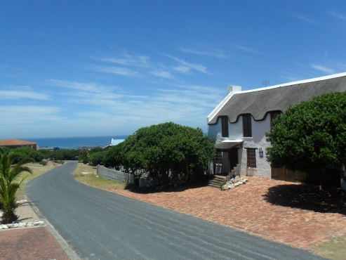 Sea view corner stand(Kleinbaai/Van Dyksbaai) in upper class build-up are for sale