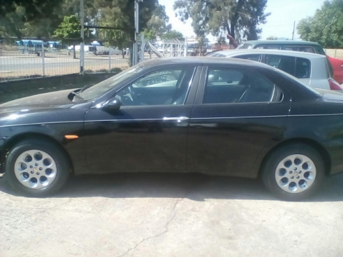Alfa Romeo 156 2.0 Complete body  for sale  No engine , gearbox and front suspension    Body is blac