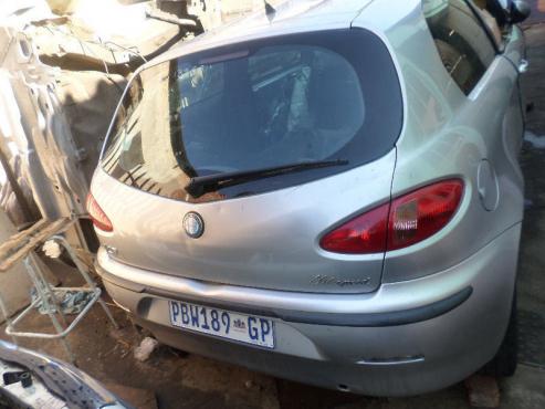 Alfa romeo 147 body parts for sale bootlids, fenders, doors, bonnets, fenders and windscreens   quat