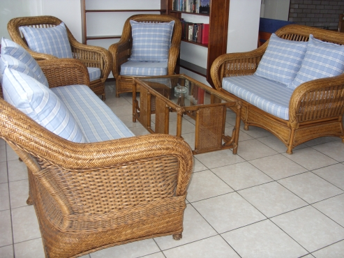 FURNISHED SEA VIEW 3 BEDROOM 2 BATHROOM FLAT R6750 PER MONTH  UVONGO  ST MICHAELS-ON-SEA SHELLY BEACH IMMEDIATE OCCUPATION