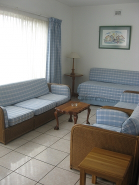 SEA SUN FUN St Michaels-on-Sea 2 bedroom 6 sleeper holiday flat Shelly Beach from R110 pppn