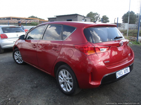 Toyota auris 1 6 xr reverse cam, leather int, 6 speed gearbox, 5-doors,  factory a/c, c/d | Junk Mail