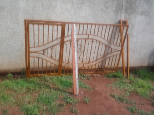 sliding gate 3metres long 1.75metres high 2 poles with entrance gate