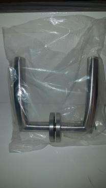 BRAND NEW STAINLESS STEEL DOOR HANDLES SELLING WAY BELOW COST!!
