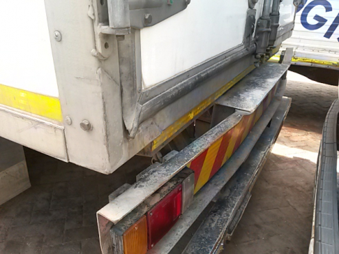 ISUZU FRR 500 Freighter Sitec. Refrigerated load body.Stripping 4 spares only.