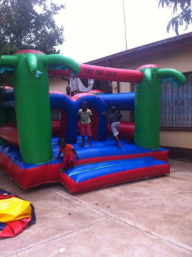 Jumping castles, mobile fridge n kids party combos for hire